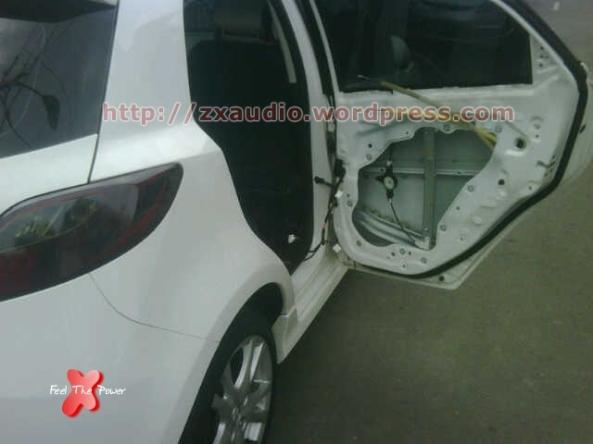 Pintu Mobil Mazda2 Sebelum Pemasangan Peredam (Standard) by ZX Audio