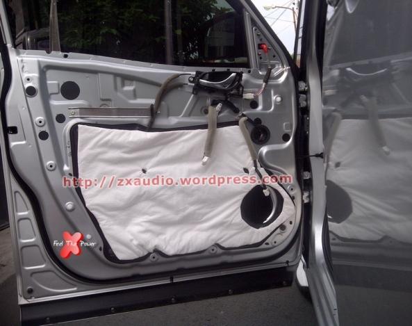 Pemasangan Peredam Akustik Pada Pintu Mobil Serena HWS 2013 di Peredam Suara Mobil ZX Audio