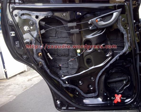 Peredam Pintu Mobil Jazz RS 2013 Menggunakan Peredam Aspal dan Peredam Cair by Peredam Mobil ZX Audio