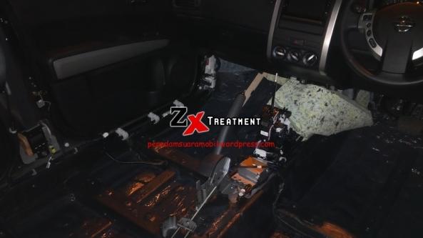 Pemasangan Peredam Pada Kolong Dashboard Nissan Xtrail Sampai Pada Konsol Tengah Mobil Bagian Persneling by ZX Audio